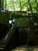 Lépcsők vezetnek a kápolnától a Szent-kúthoz