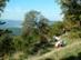 Turisták a Moli-pihenő kőpadjánál