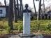 Rotter Lajos szobra a turistaház előtt
