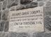 Az Encián turisták emléktáblája a Julianus kilátó falán