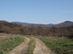 Mezei földúton a hegyek felé