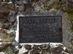 A Vilma-pihenő táblája a Korona-kő szikláján