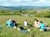 Pihenő turisták a Mályinka feletti mezőkön
