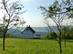 Magányos víkendház a Szőlő-tető füves rétjén