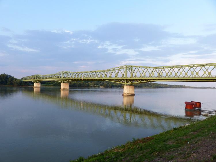 A dunaföldvári híd a Dunántúlt köti össze a Duna-Tisza közével