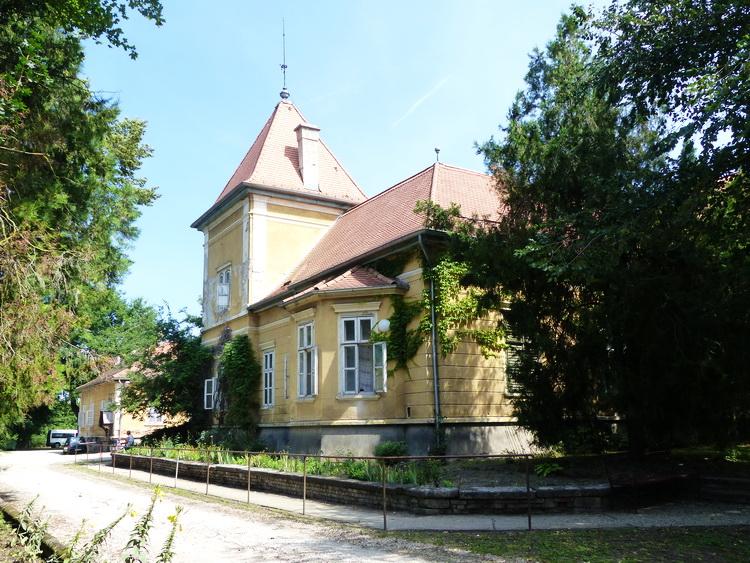 Sárosd - Az Esterházy kastély most szociális otthon