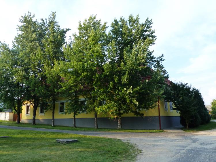 A gánti Gránás turistaházat a Vértes fogadó működteti