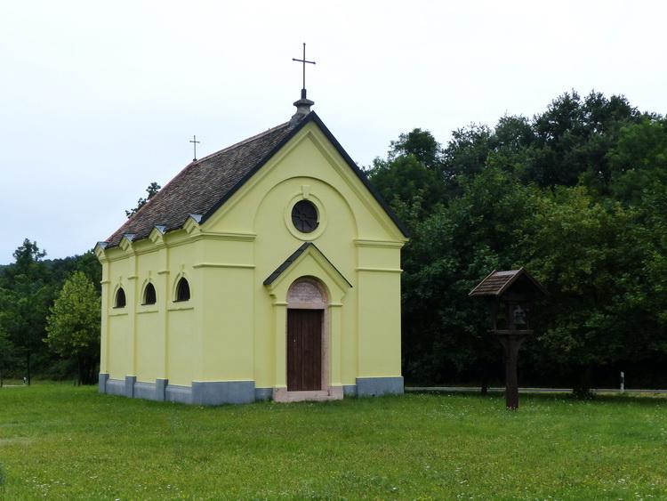 Kőhányáspuszta - Az Esterházy kápolna a főút mellett áll