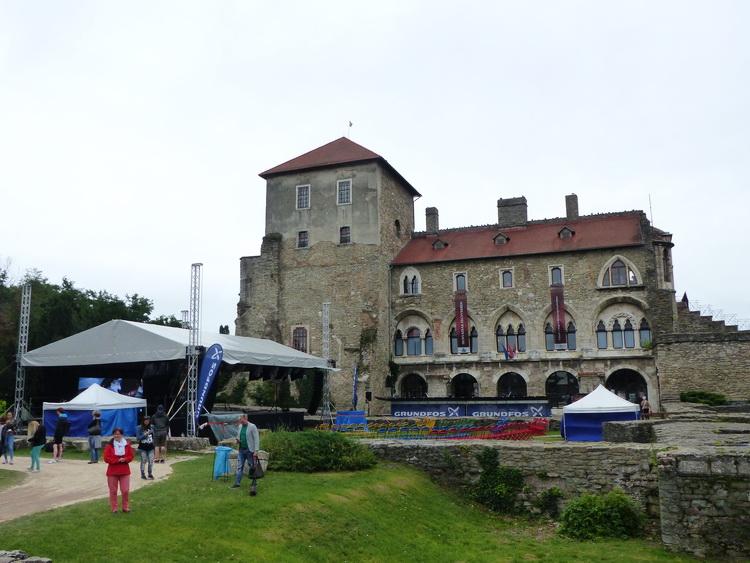 Tata - A várnál pont az érkezésemkor kezdődött a 25. Víz Zene Virág Fesztivál