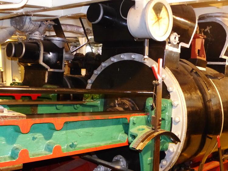 Hajóskanzen - A Neszmély gőzös ikerdugattyús hajtóműve