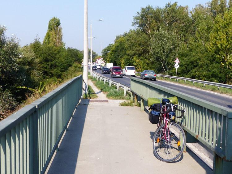 Szigetszentmiklósnál keltem át a kerékpárral a Soroksári-Duna felett és hagytam magam mögött a Csepel-szigetet