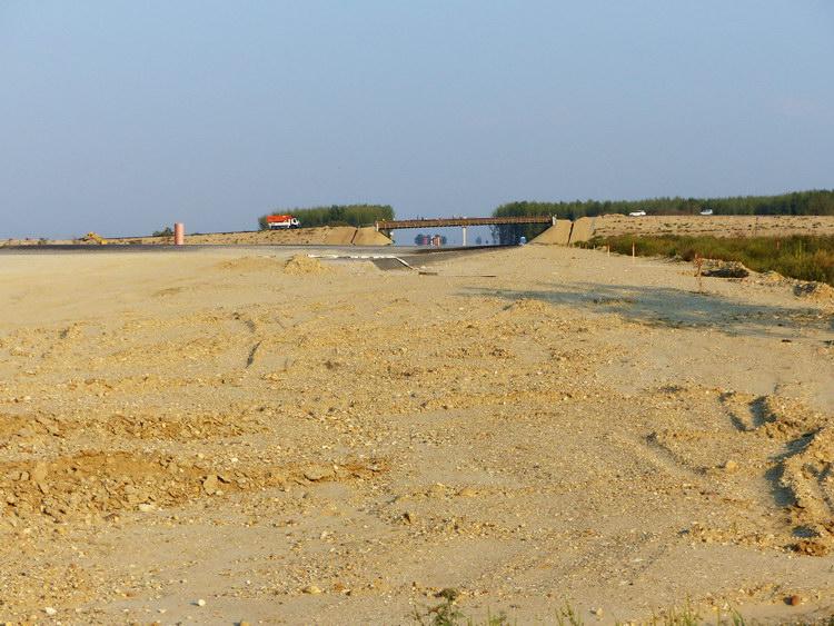 Pilis és Káva között kereszteztem az épülő M4-es autópálya nyomvonalát