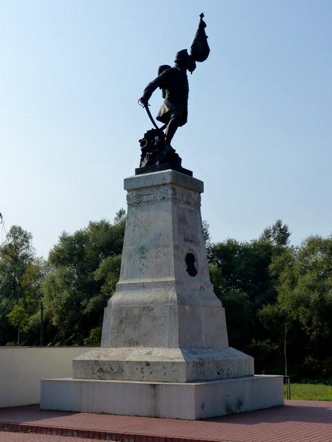 A Tápióbicskei csata emlékműve közelről