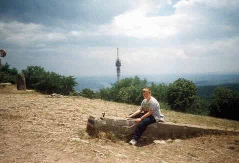 Pihenő a Hármashatár-hegyen a bunker romjainál
