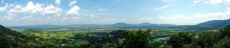Panoramic view from the Kő orra Hill to the Basin of Tapolca and the extinct volcanoes