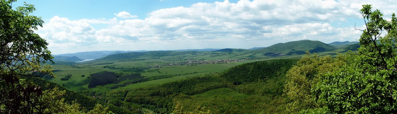 Panoramic view from the top of Nagy-Kő-hegy Hill towards west to the Danube Bend