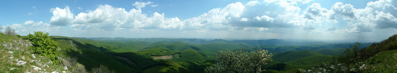 Panoramic view from the Tar-kő Mountain