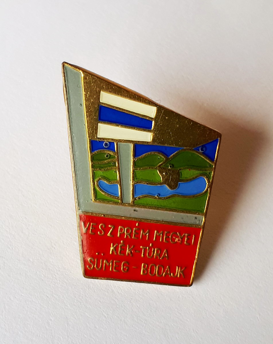 National Blue Trail's badge of the section in Veszprém county